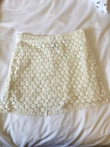 H&M white floral skirt size 4