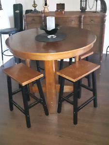 Bar Table and saddle stools.( very comfy).