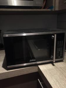 Four à Micro-ondes à vendre - Parfait état