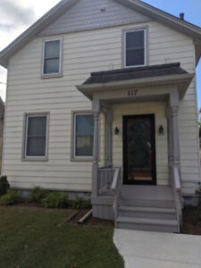 Spacious 2+1 Bedroom 1300sq ft House - Available DEC 1