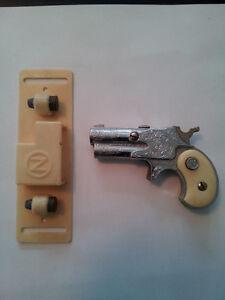 Dyna-Mite Derringer  -Toy Cap Gun -Mint Condition! Kitchener / Waterloo Kitchener Area image 7