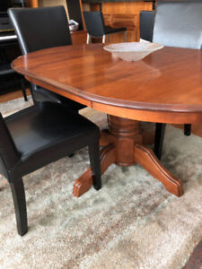 Dinec SolidMaple Table with Extension and Four Parsons Chairs