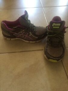 Asics size 6 running shoes London Ontario image 1