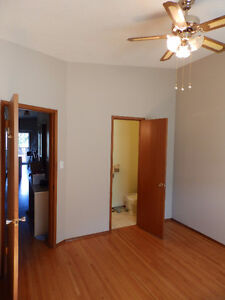 Bedroom with ½ bath for rent – Thorncliffe  NW