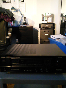Denon AVR-800, audio video  surround receiver et 2 speaker