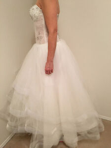 Brand new LC Nicole (Lillen Collection) wedding dress Edmonton Edmonton Area image 2