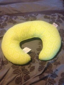 Light green nursing pillow in excellent condition