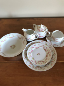 VINTAGE  NEW  DISHES