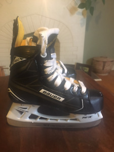 Bauer Supreme s160 youth size 13.5 hockey skates