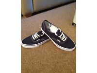 Vans Trainers Size 9 (Brand New)