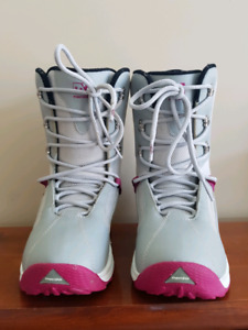 Snowboarding boots ladies size 5