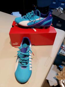 Puma girls soccer cleats brand new never worn