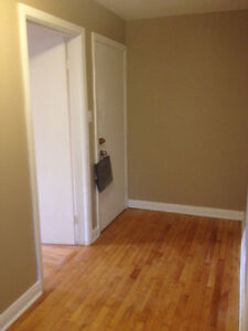 41/2 renovated, heated apartment for rent in Chomedey - FOR JUNE