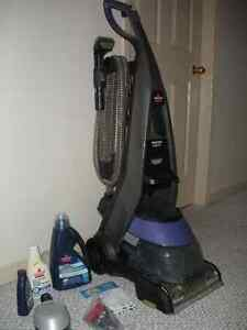 Bissell Deluxe Pet Deep Steam Cleaner; 2 yrs old;smoke free home