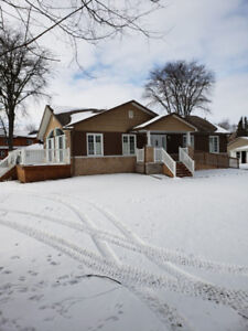 Waterfront Bungalow For Sale In Innisfil (40L)