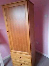 Solid wood children's wardrobe