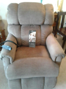 Recliner with remote must go asap