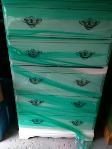 Dresser/ chest of drawers