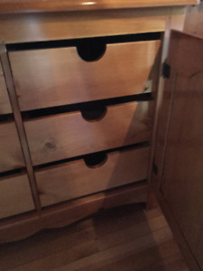 Bedroom Wood Dresser with 6 interior drawers
