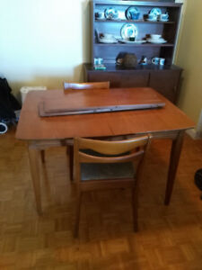 Solid wood table (with 2 chairs)