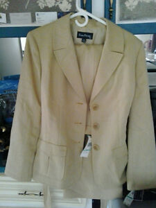 WOMENS SIZE 16 PANT SUIT  ...NWT  honey oatmeal