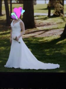 Wedding dress - size 14 (regular clothing size 10)