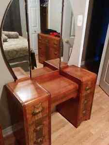 *Antique wood bedroom set*