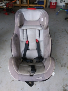 Carseat, expires 2019
