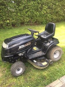 Mtd gold lawn tractor  i take trade ins!!!