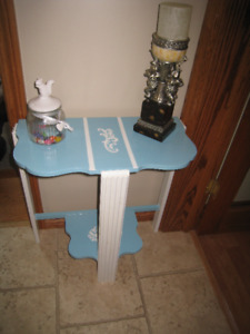Beautiful retro accent table for your home