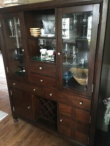 beautiful solid wood BROYHILL china cabinet