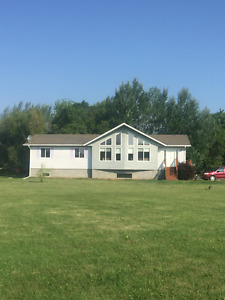 Beautiful 2 acre country home just minutes to Selkirk