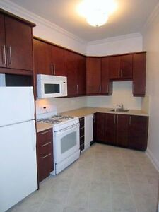 5 1/2 with RENOVATED KITCHEN! Heating & Appliances incl.