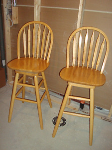 2 Swivel bar stools