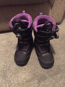 Solomon size 7 women's snowboarding boots NEW