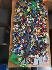 Huge bundle of Lego pieces