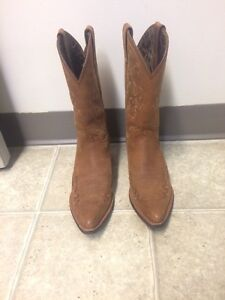 Women's Ariat boots size 6.5 Cornwall Ontario image 2
