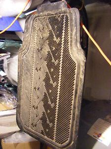 Tapis d'hiver de SUV avec clous: ne glisse pas!