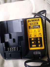 DeWALT dcb107 charger