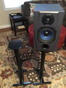 Black Metal Speaker Stands