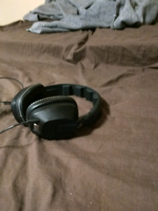 Skull Candy Krushers Headphones New Condition