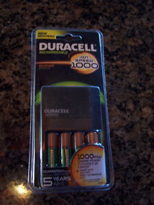 Duracell Ion Speed 1000 Battery Charger With 4 AA NiMH