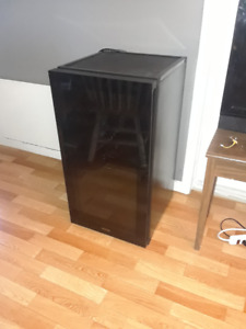 Danby Wine Fridge - 3.2 cubic ft - Excellent condition