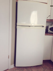refrigarator and stove / refrigerateur et cuisiniere