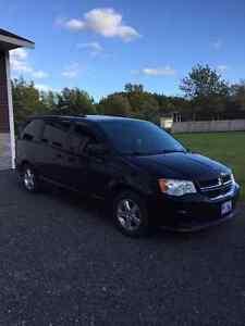 2011 Dodge Caravan SXL Minivan, Van