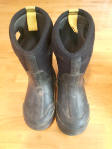 Boys size 8 Toddler winter bogs