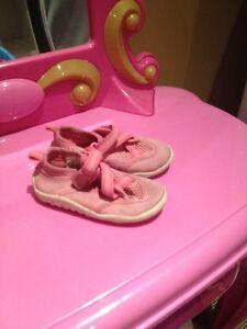 Water shoes size 5 / soulier pour l'eau taille 5