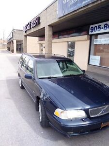 2000 Volvo V70 Station Wagon for sale $950