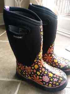 Girl's BOGS boots size 13