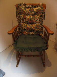 HARDWOOD ROCKING CHAIR, EXCELL. CONDITION